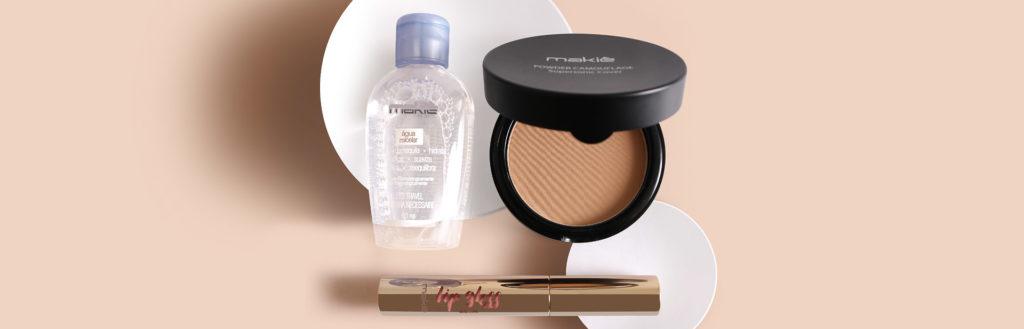 Imagem com os produtos para uma maquiagem simples para o dia a dia, sobre um fundo neutro.