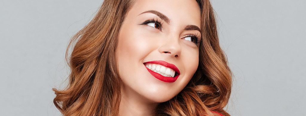 Imagem ilustrando como ter uma pele bonita. Na imagem o rosto de uma mulher.