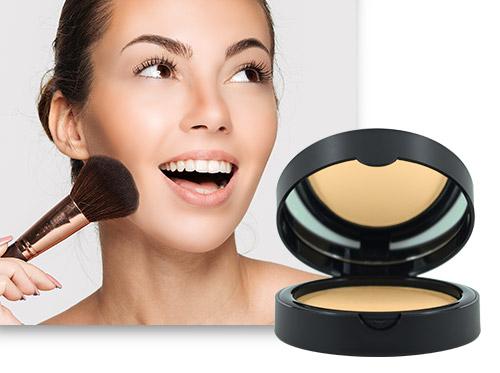 Imagem ilustrando como ter uma pele bonita. Do lado esquerdo o rosto de uma mulher e ao lado direito o produto Camuflagem Makiê em pó.